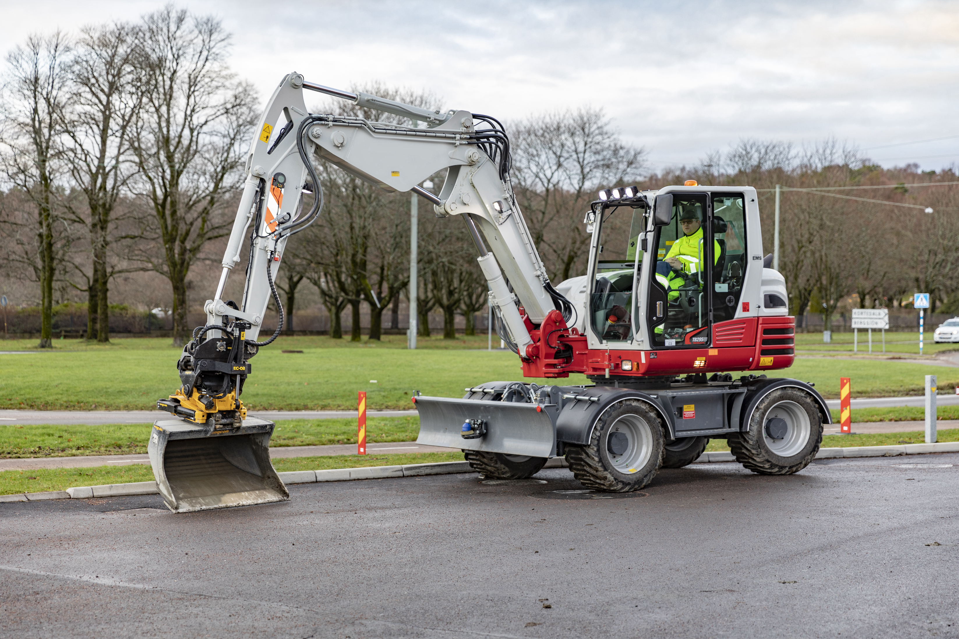 Engcon and Takeuchi expand their collaboration – Nagano factory preparing excavators for tiltrotators