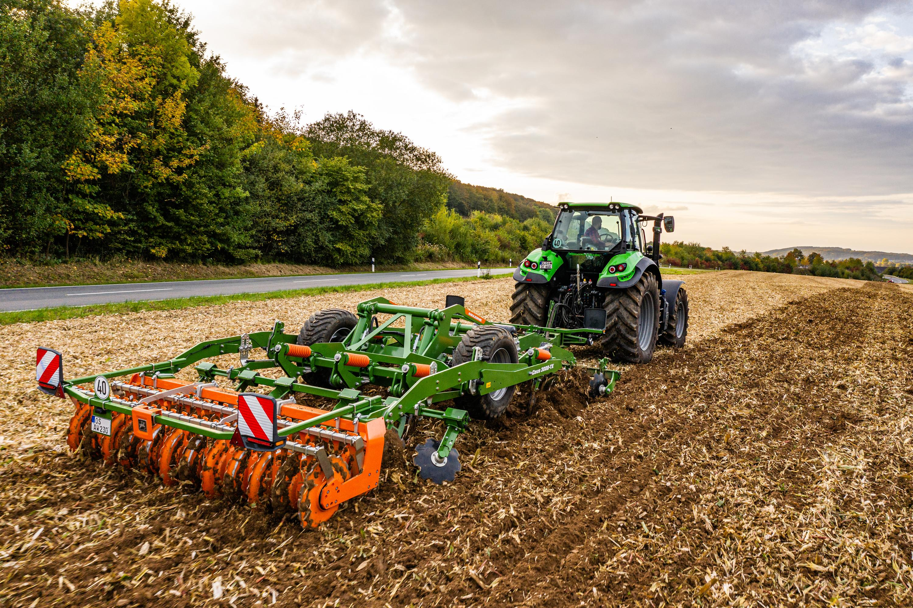 The Ceus impresses with its precision and versatility on both stubble and primary soil tillage, deep loosening and seedbed preparation, especially where large quantities of organic matter prevail.