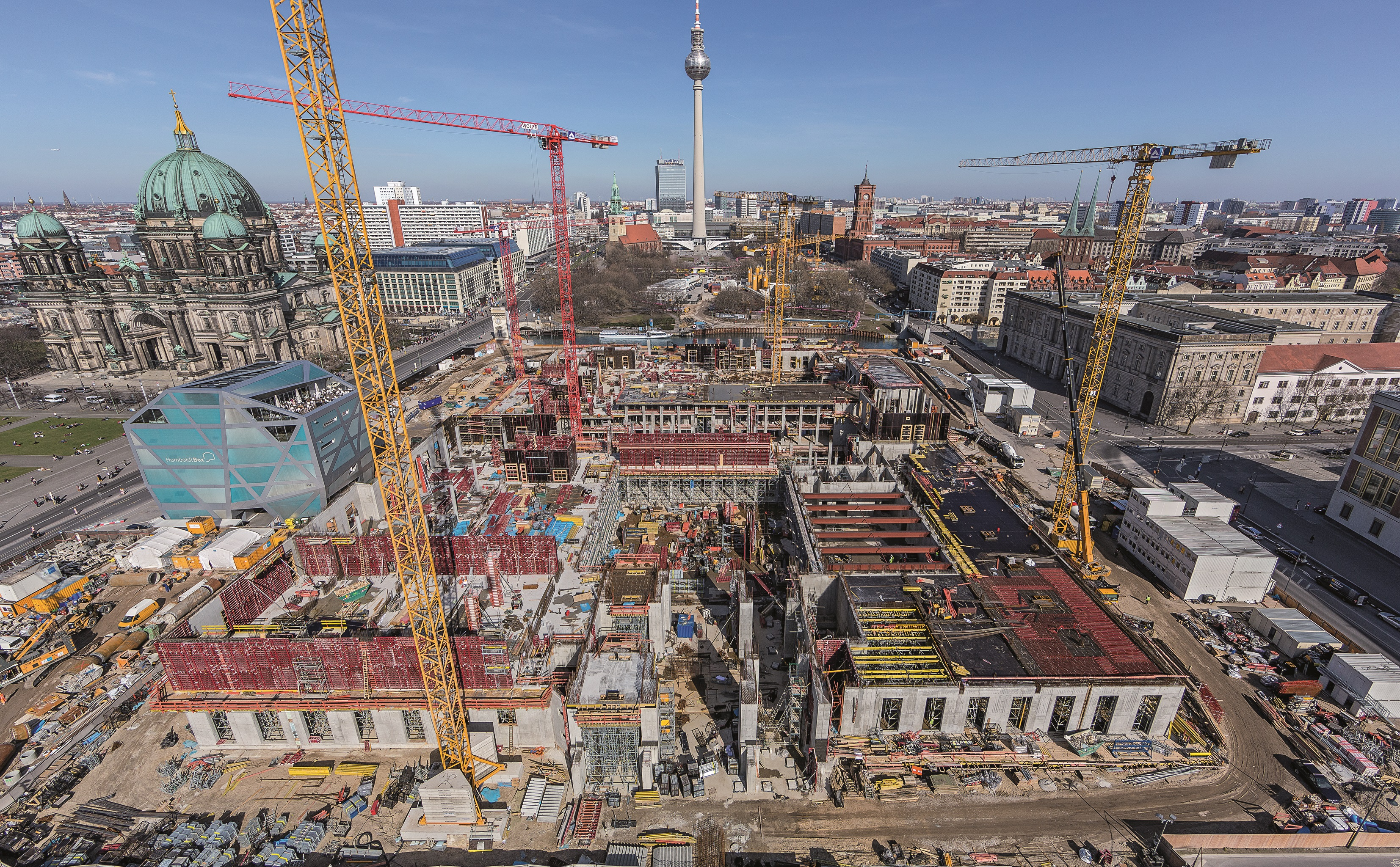 PERI supplied economical formwork and scaffolding solutions from a single source for the reconstruction of the Berlin City Palace. In addition to fast shuttering and repositioning times, the on-site project support provided by the PERI engineers ensured that the very tight construction schedule could be adhered to. (Photo: PERI GmbH)