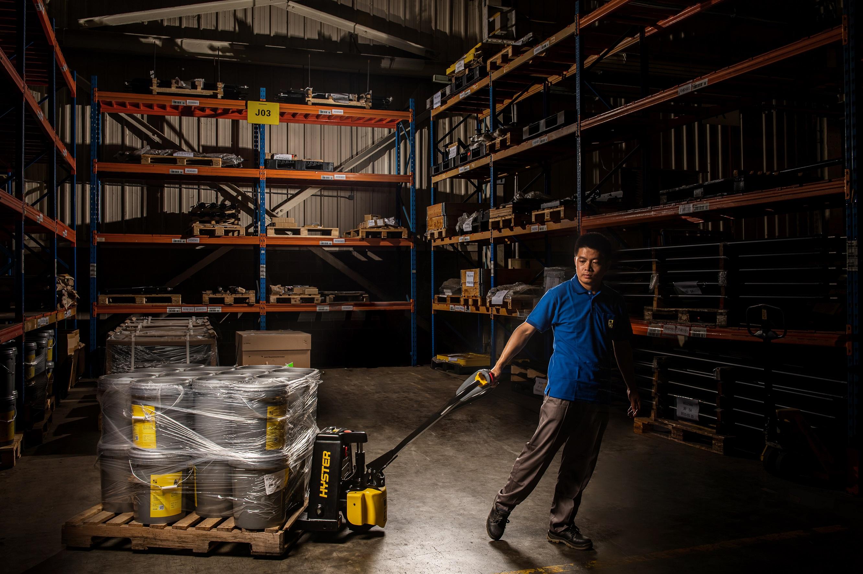 Hyster® lithium-ion pallet trucks
