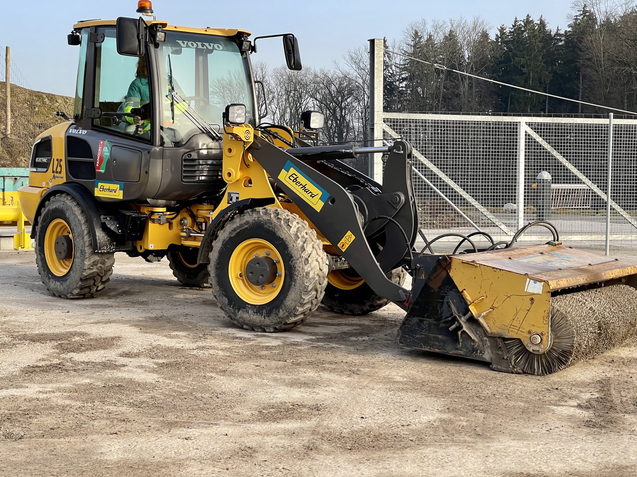 With zero-emissions and near silent operation, the L25 Electric is ideal for use on inner city construction sites