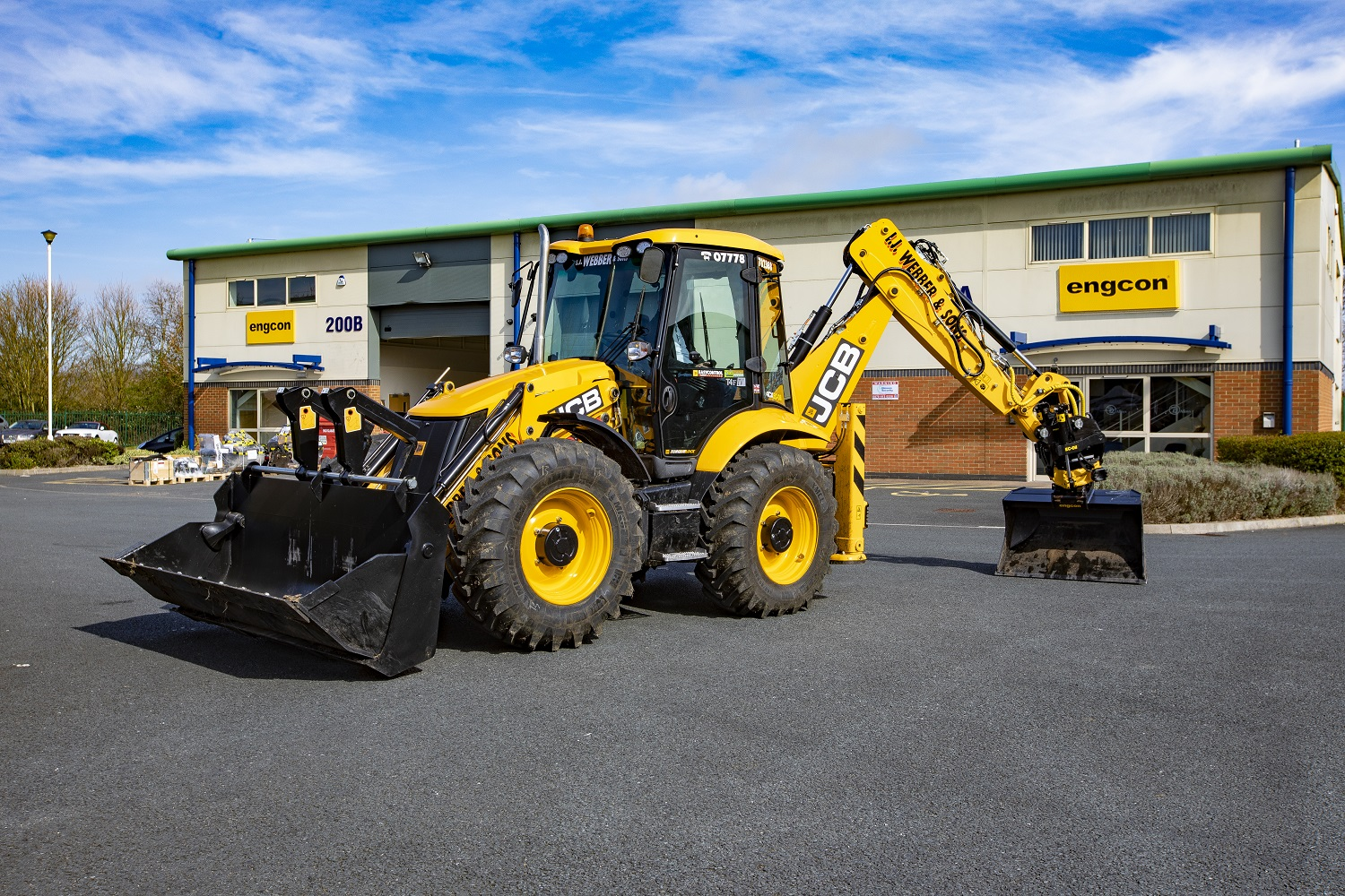 JCB 4CX with engcon Tiltrotator
