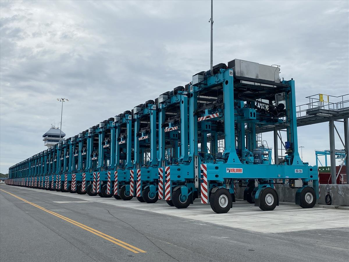 Kalmar Shuttle Carriers