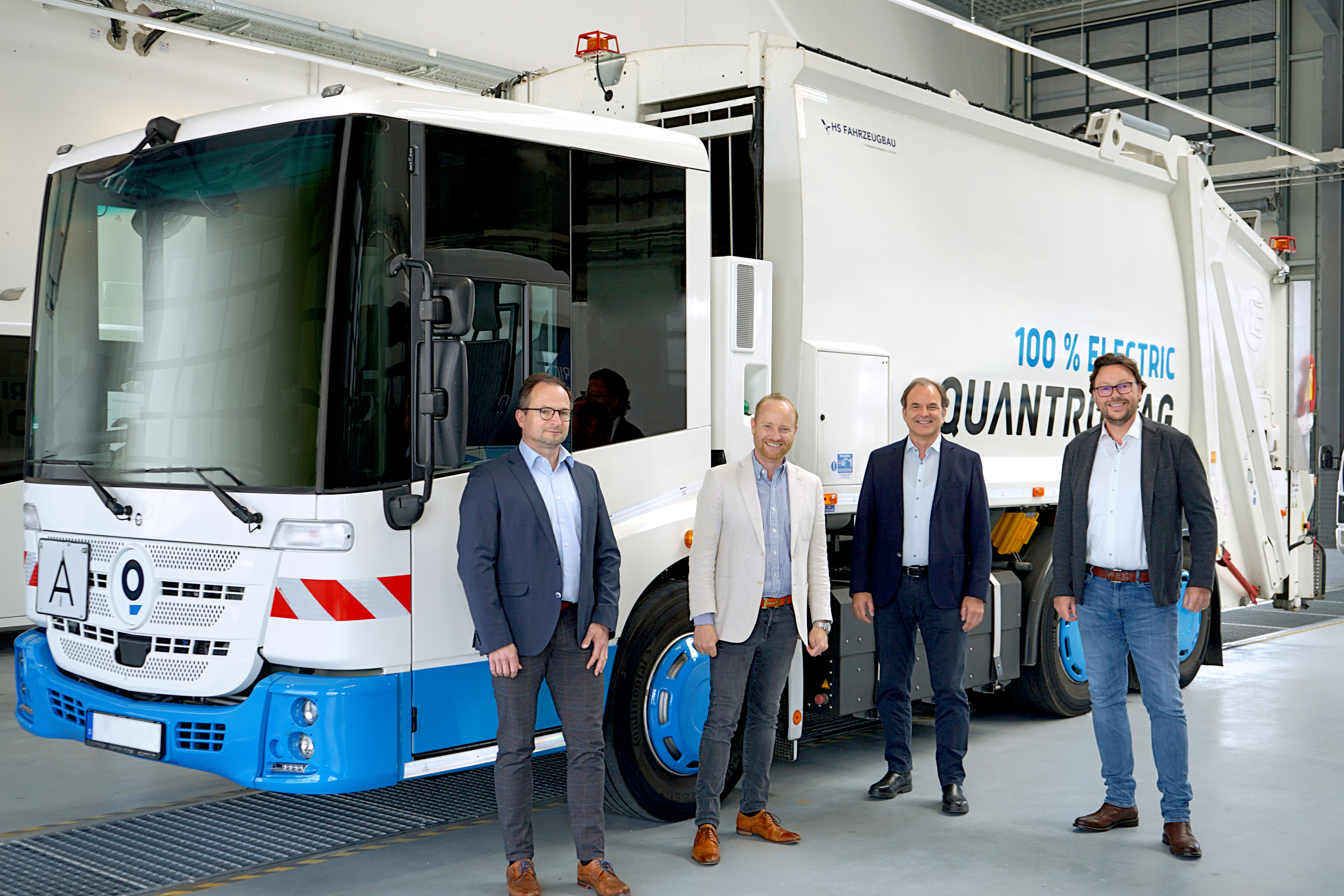 Signing of the cooperation agreement between Quantron AG and H2Go GmbH  From left: Holger Grass, Head of Business Development Quantron AG / Andreas Haller, CEO of Quantron AG / Axel Poblotzki, Managing Director H2Go / Marco Schmidt, Managing Director and Shareholder H2Go