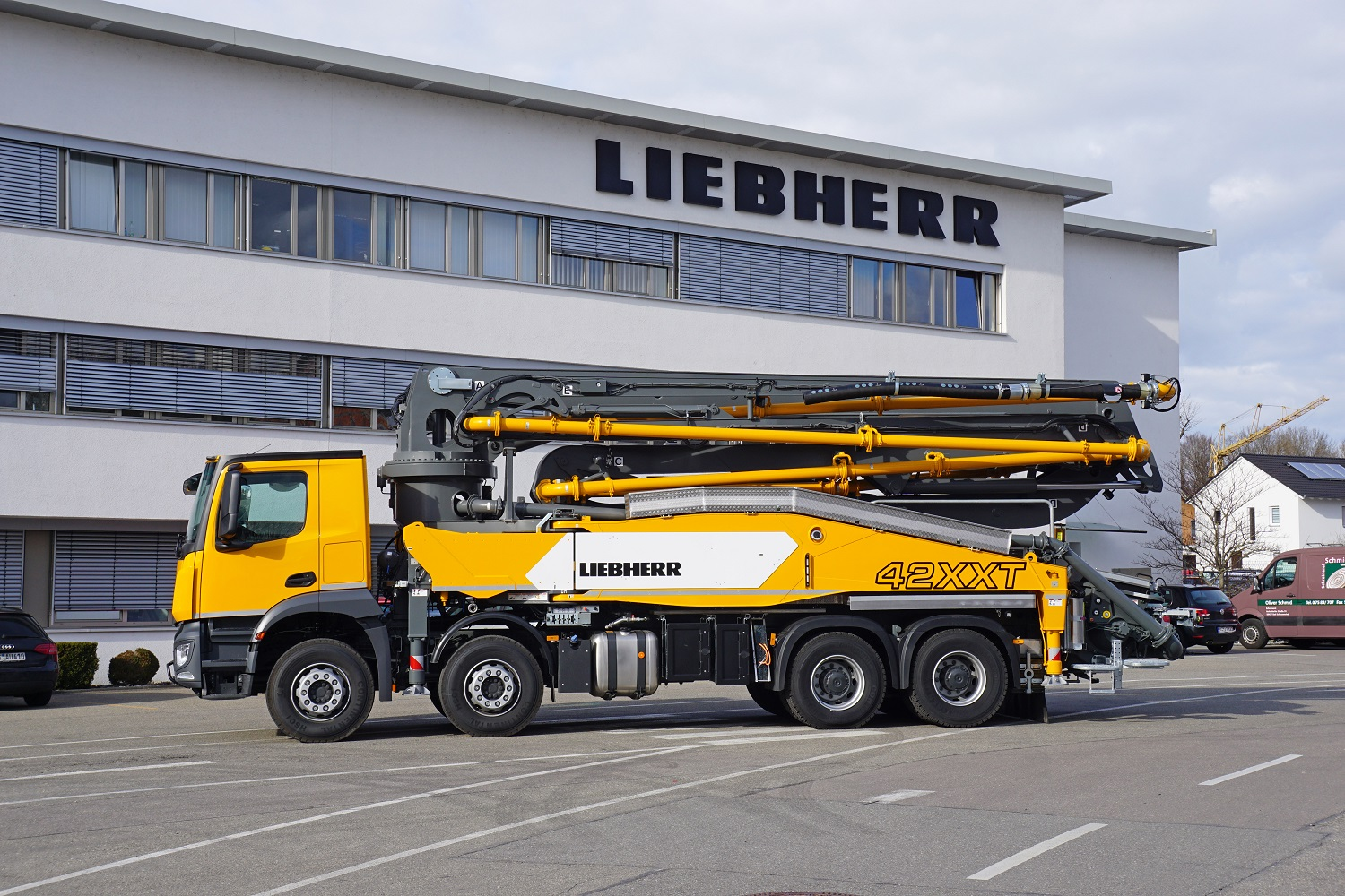 Truck mounted concrete pump 42 XXT with Powerbloc.
