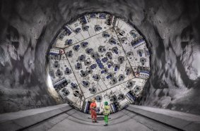 In spring 2019, the drives in the southern main tubes of the Brenner Base Tunnel began. In March 2021, a Herrenknecht Double Shield TBM excavated a record 860 meters of tunnel at the Mauls 2-3 jobsite.