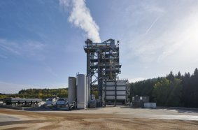 The TBA 4000 (Transportable Benninghoven Asphalt Mixing Plant) is universally applicable, with a high-throughput plant performance that can run up to 320 t/h.