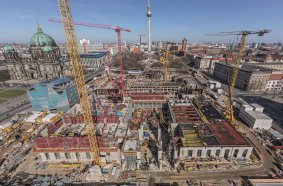 PERI supplied economical formwork and scaffolding solutions from a single source for the reconstruction of the Berlin City Palace. In addition to fast shuttering and repositioning times, the on-site project support provided by the PERI engineers ensured that the very tight construction schedule could be adhered to.