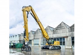 The Cat 340 UHD demolition excavator