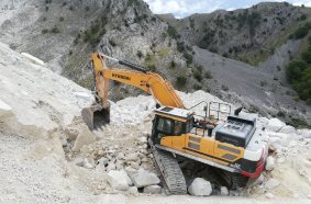 Hyundai HX520L excavato
