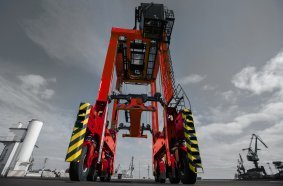 Kalmar will deliver eight diesel-electric straddle carriers to Réunion.