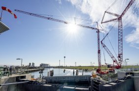 1,800 loads lifted: During the renovation project, the MK 88 Plus had to deliver a variety of loads to the site located at the base of the barrage chambers.