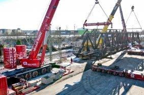 Heavy duty modules – 6-axle SPMTs transport the historic bridges to the refurbishment site.