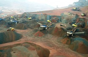 Mobile screening plants MOBISCREEN MS EVO in iron ore operation in India.