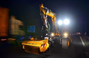 The JCB PotholePro in action in the fast lane of the M6 (Image source: JCB)