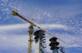 Dynamic duo: Potain cranes erect bridge in Peruvian Amazon