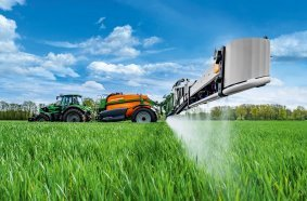 The new dimension: Amazone UX Super trailed sprayer with an actual volume of up to 9,000 l and 42 m working width.