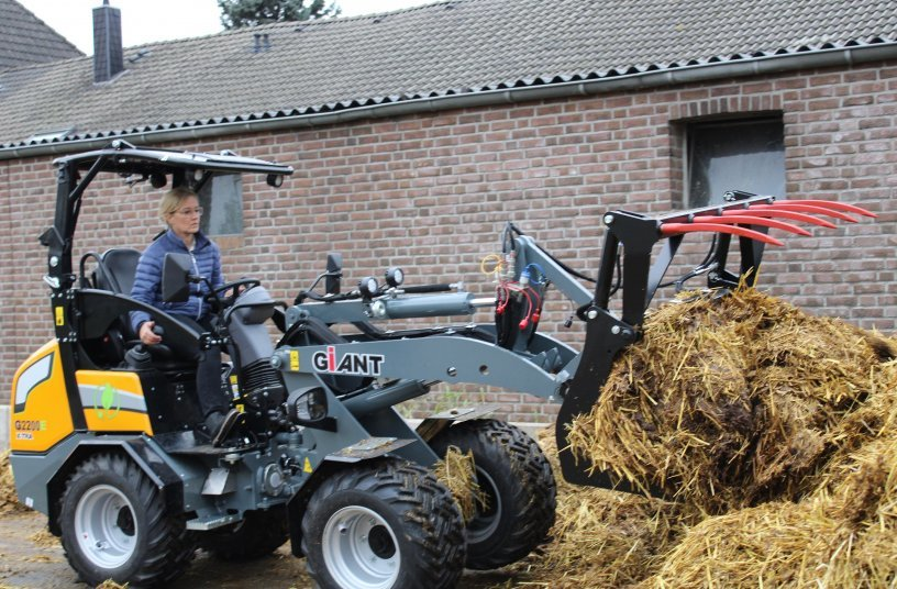 The GIANT is easy to drive: Everybody just uses it to quickly getting something done, like taking the manure away.