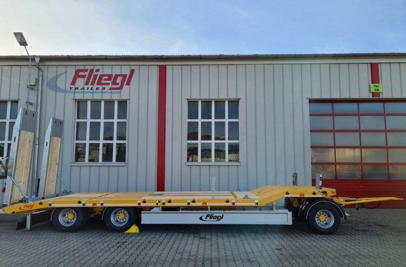 Tief, robust und sicher – die DreiachsTiefladeanhänger von Fliegl<br> Bildquelle: Fliegl Fahrzeugbau GmbH