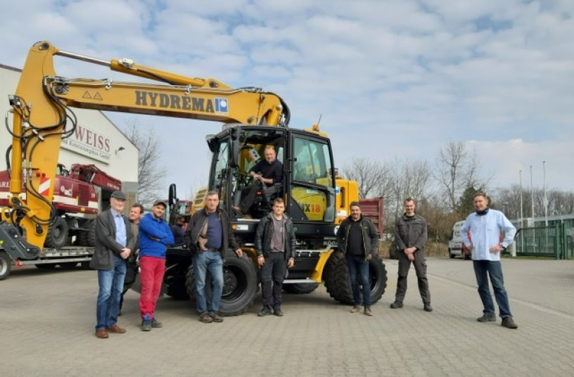 Auf dem Bauhof von Carl Weiss in Zeesen, der nun zu der internationalen Pfeiffer-Gruppe gehört, wurde der erste von 2 weiteren HYDREMA-Citybaggern übergeben.<br> Bildquelle: Hydrema Baumaschinen GmbH