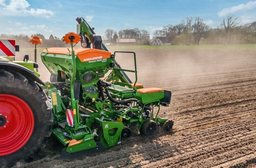 As an example, the new KE 3002-240 Rotamix can be connected to the new Precea 3000-A harrow-mounted precision air seeder via the QuickLink system with very little effort. <br>Image source: AMAZONEN-WERKE H. DREYER SE & Co. KG
