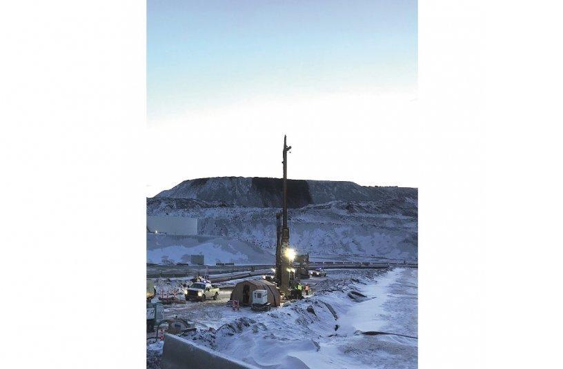 Rund 170 km nördlich des Polarkreises führte BAUER Foundation Corp. Feldversuche mittels Düsenstrahl- und Cutter-Soil-Mixing-Verfahren aus.<br>Bildquelle: BAUER AG