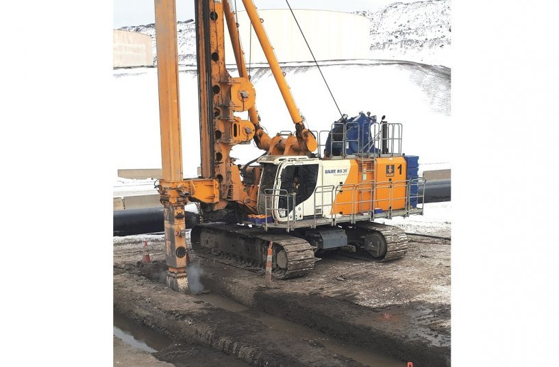 Amongst others, a multi-purpose BAUER BG 30 drilling rig with special Arctic equipment was used. <br> Image source: BAUER AG
