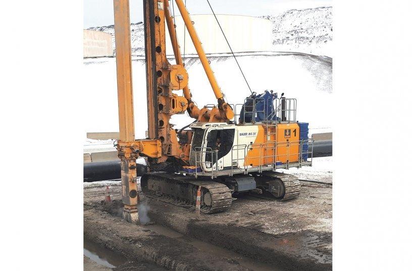 Ein BAUER BG 30 Mehrzweck-Bohrgerät mit spezieller Arctic-Ausrüstung kam unter anderem zum Einsatz. <br> Bildquelle: BAUER AG