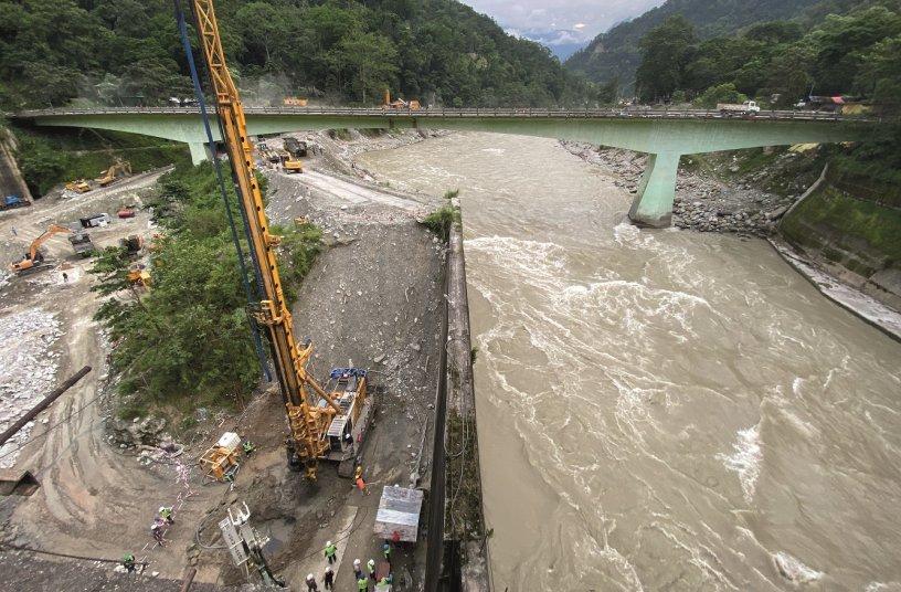 Bauer führt im indischen Bundesstaat Sikkim für das Teesta VI Hydro Electric Projekt die erforderlichen Spezialtiefbauarbeiten aus. <br> Bildquelle: © BAUER Group