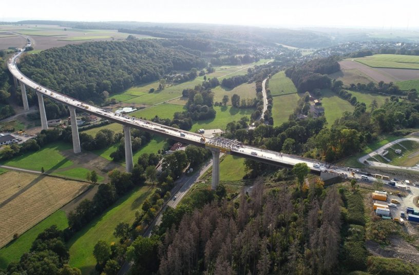 The 785 m long Aftetal bridge is the centrepiece of the Bad Wünnenberg bypass. After a construction period of six years, it will be opened to traffic in spring 2022.<br>IMAGE SOURCE: Doka