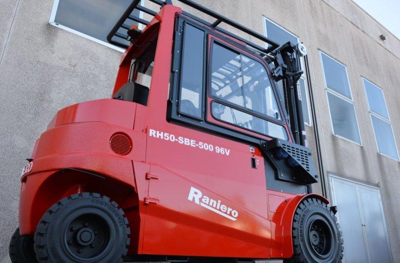 Die neue RH-Stapler Variante für die Recyclingindustrie