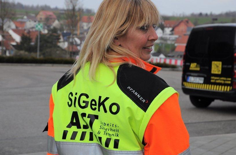 Klar erkennbar. Christine Musati, Sicherheits- und Gesundheitskoordinatorin bei der AST GmbH, entgeht nichts.<br>Bildquelle: AST GmbH