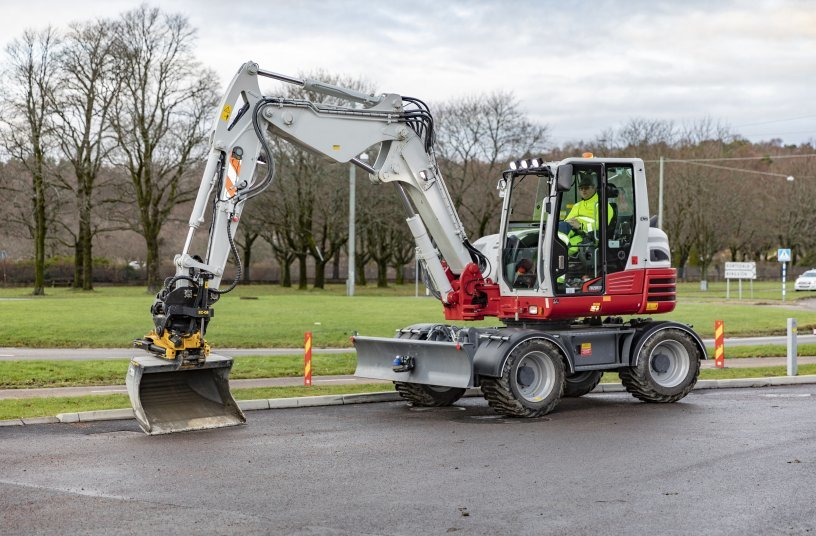 Engcon and Takeuchi expand their collaboration – Nagano factory preparing excavators for tiltrotators<br>IMAGE SOURCE: engcon