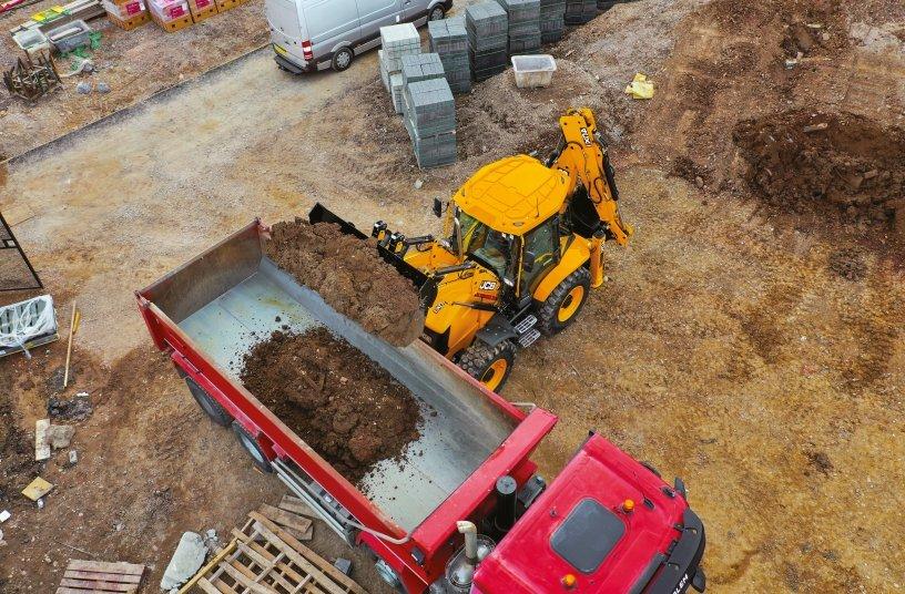 Backhoe loaders 4CX PRO STAGE V <br> Image source: JCB Press Office