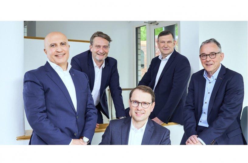 Die assmann gruppe hat die Weichen für die Zukunft gestellt – von links: (vorn) Mohamed Genedy, Ralf Uennigmann, Ulrich Schneider, (hinten) Christian Cramer, Eric Olaf Bruske.<br> Bildquelle: assmann gruppe