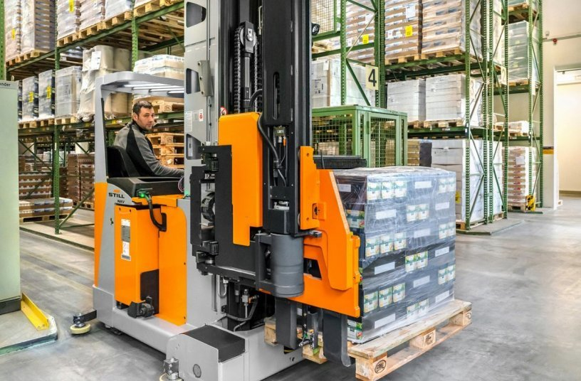 The new NXV from STILL with the spacious and ergonomic operator's seat and adjustable controls. <br>Image source: STILL GmbH