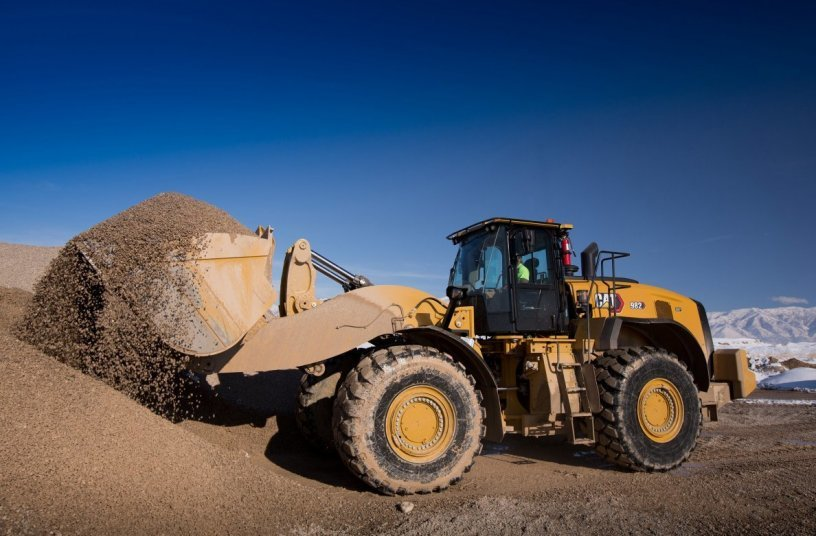 One class higher are the new Cat 982 and 982 XE models with 322 kW (438 hp) engine power and an operating weight of around 36 tonnes. <br>Image source: Caterpillar/Zeppelin