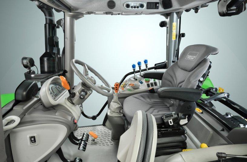 Blick ins Cockpit der neue Serie 5. Foto: Deutz-Fahr