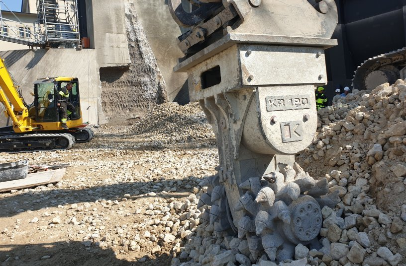 The KEMROC KR 120 in close-up. While working in unreinforced concrete, wear on the picks was minimal. Photo: KEMROC