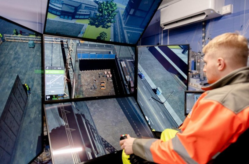 Bylor Crane Simulator <br> Image source: ST Engineering Antycip SAS; Mighty Mo Media Partners