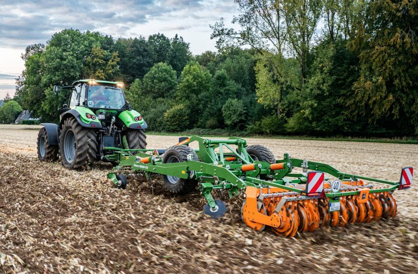 The Ceus has the ideal combination of tools for maintaining perfect field hygiene and a leaving finished seedbed in just one pass.