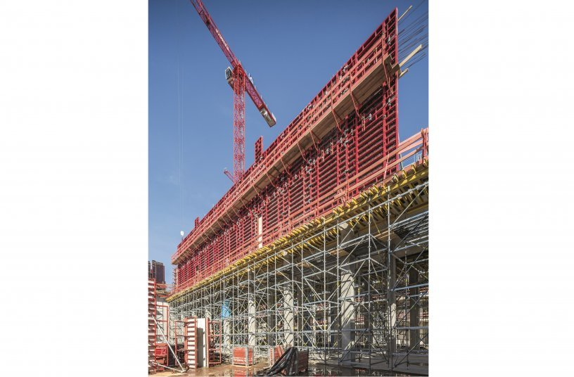 The planning and supply of formwork and scaffolding from one source created a synergistic effect for the site management team. <br> Image source: PERI GmbH
