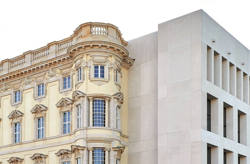 The Humboldt Forum thrives on the contrast between baroque and contemporary architecture, which is evident, for example, on the north and east facades. <br> Image source: PERI GmbH  SHF/Stephan Falk