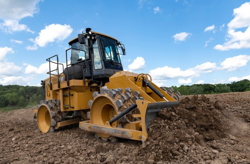 Advanced technology for the new Cat® 815 Soil Compactor increases productivity, while new designs lower maintenance costs