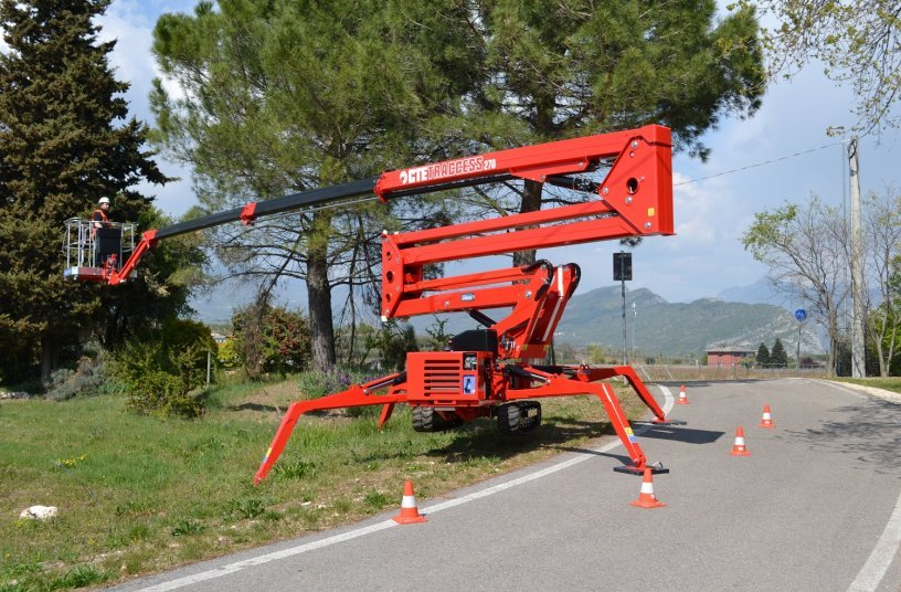 A new spider lift in the CTE TRACCESS range is born: the tallest of the family, this is TRACCESS 270