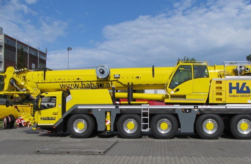 HABAU's Grove GMK5150L at the Manitowoc factory in Wilhelmshaven during the handover in 2018.