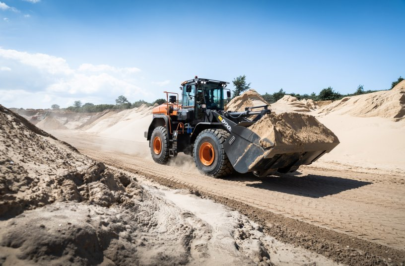 Doosan DL420-7 wheel loader<br>SOURCE: DOOSAN INFRACORE EUROPE s.r.o.