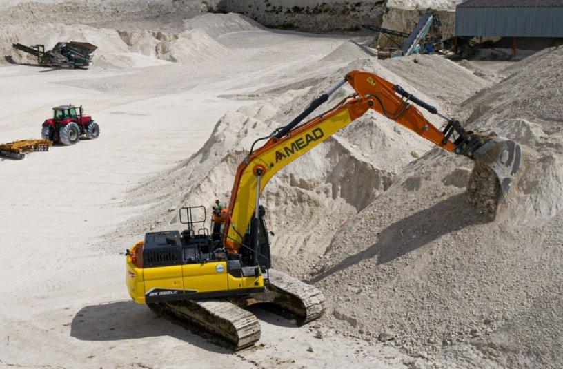 Doosan crawler excavator a new DX300LC-7<br>Image source: Doosan Infracore Europe s.r.o.