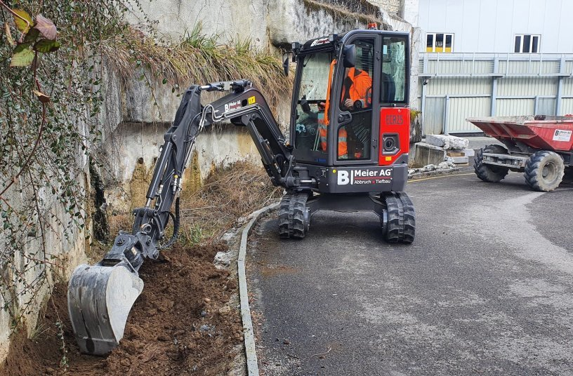 The ECR25 Electric – the first compact electric excavator from Volvo CE in Switzerland <br> Image source: Volvo Construction Equipment