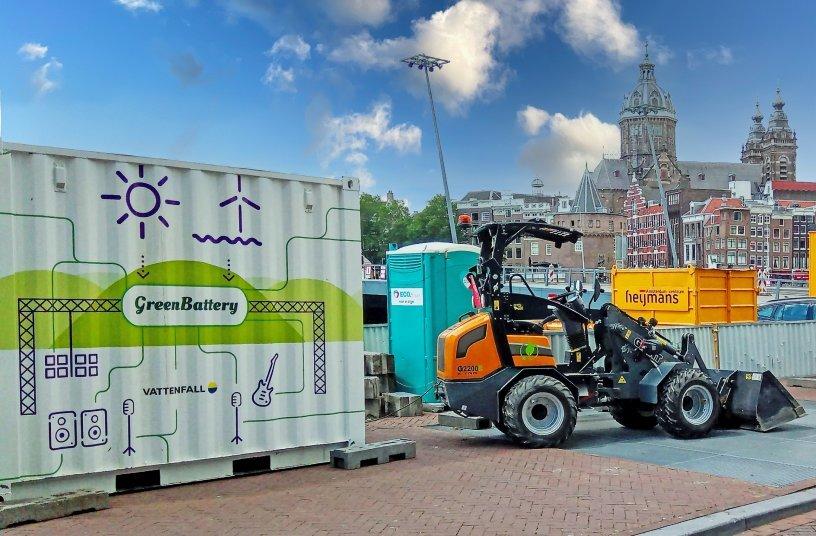 Komplett emissionsfrei auf der Baustelle: Aufladen des elektrischen G2200E X-TRA an einer Green Battery